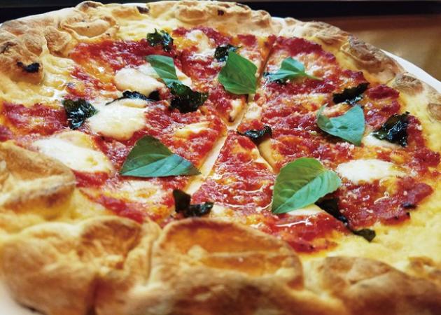 トラットリア ラパーチェのピザ