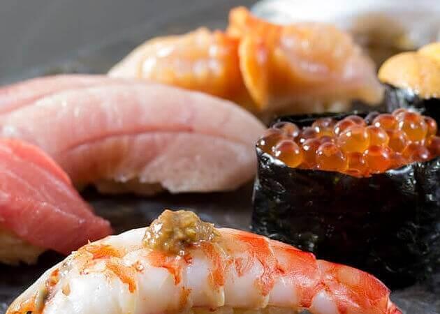 天鮨 新橋本店の握り寿司