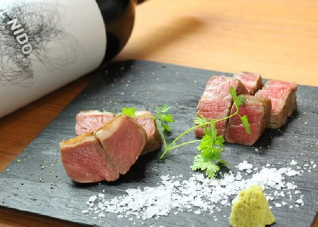 ニクスペシャリテ・マクラの肉料理画像