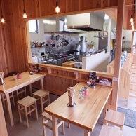 博多拉麺 KAZUの店内