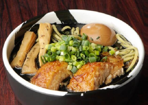 麺屋武蔵 武骨 の黒ラーメン画像