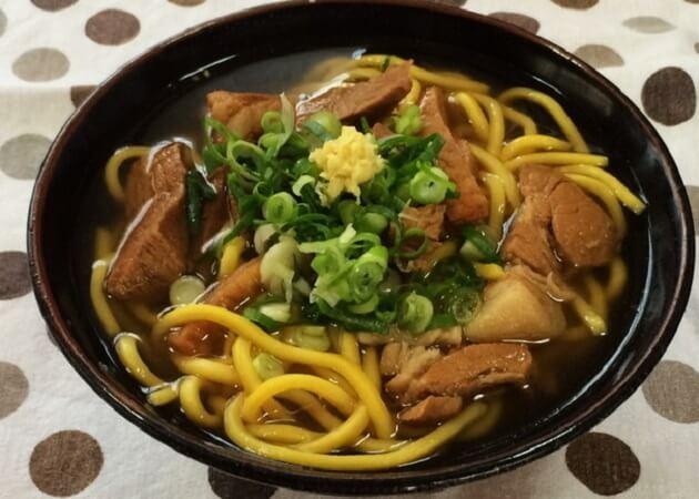 のりば食堂のウコン麺で作る沖縄そば