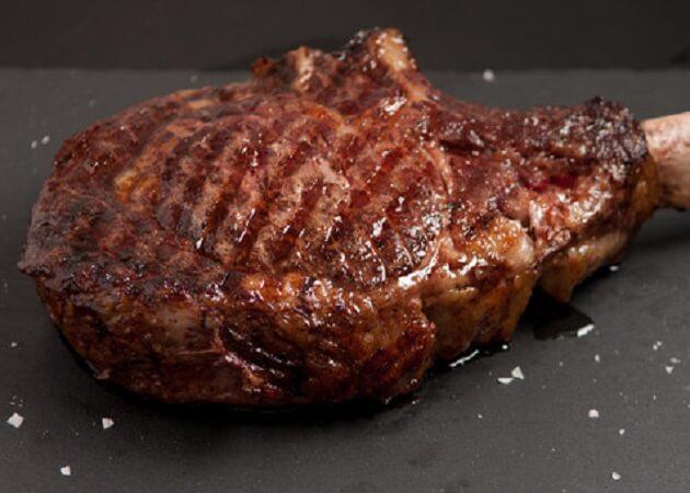 炭焼きバル Banquet のステーキ肉画像